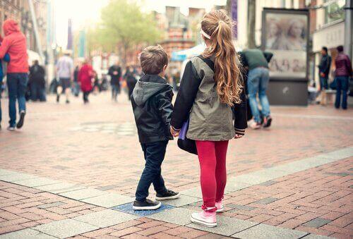 Çocuklara Kaybolduklarında Ne Yapacaklarını Öğretin