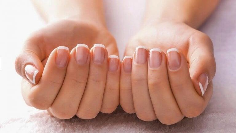 manikürlü el ve tırnak şekli