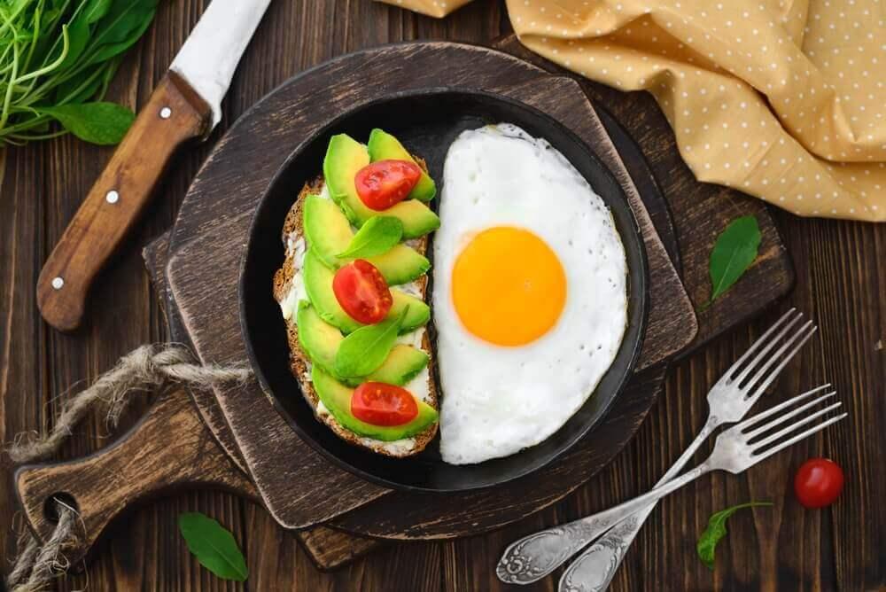 avokadolu yumurta pişirmek