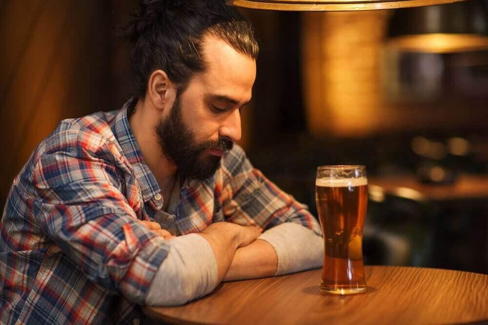 bira içen adam