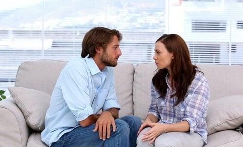 Açık ilişkide karşılıklı güven önemlidir.