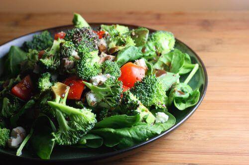 brokoli ve domatesli salata