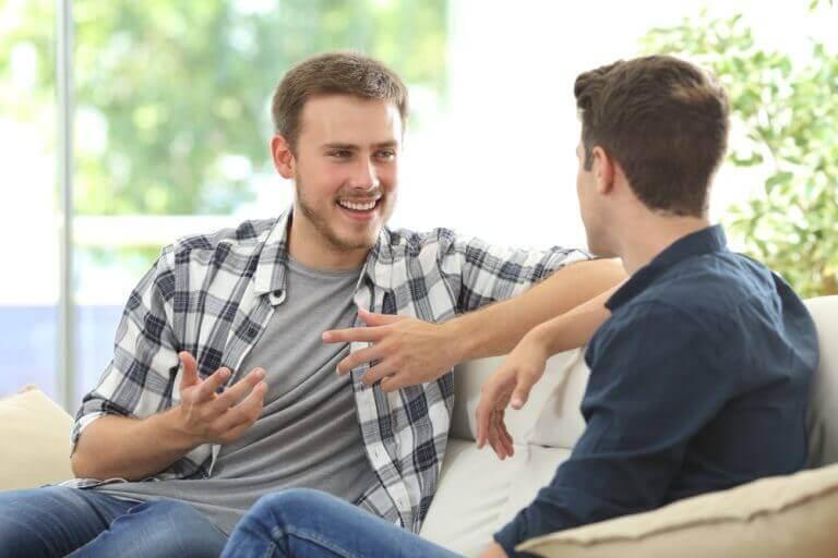 gençler sohbet ediyor