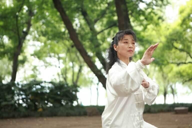 kadın karate yapıyor