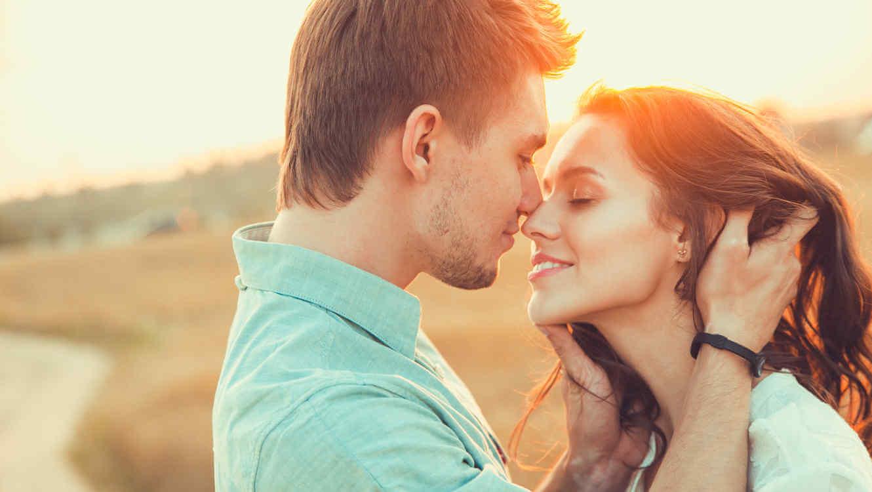 öpüşen çift uzun süreli ilişki