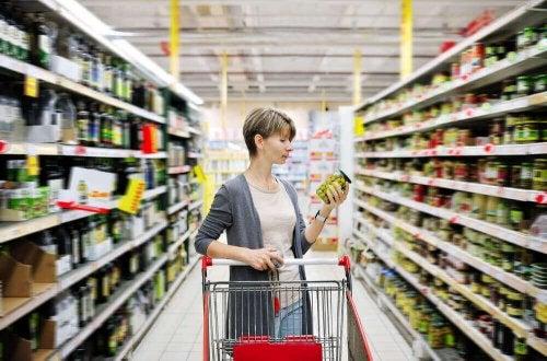 süper market kadın raflar