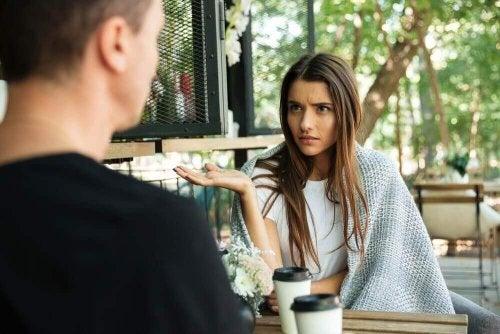 İlişkinizi Etkileyebilecek ve Aranızı Açabilecek 4 Mesele