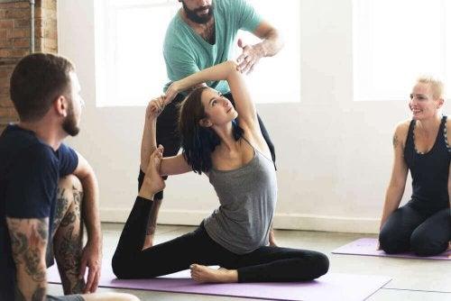 yoga dersi hoca öğrenci