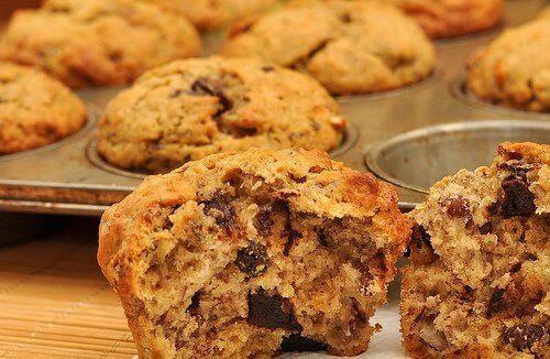 ısırılmış yulaflı muffin