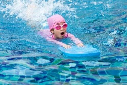 Çocuklara Yüzmeyi Öğretmek İçin En İyi İpuçları