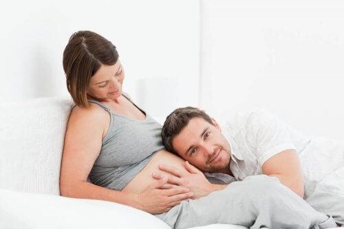 hamilelik döneminde anne karnındaki bebekle iletişim kuran çift
