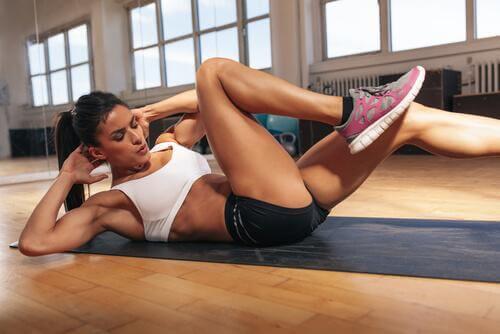 Karın kaslarınızı çalıştırmak için egzersizler