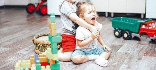 Çocuklar Arasında Çıkan Kavgalar Nasıl Kontrol Edilir?