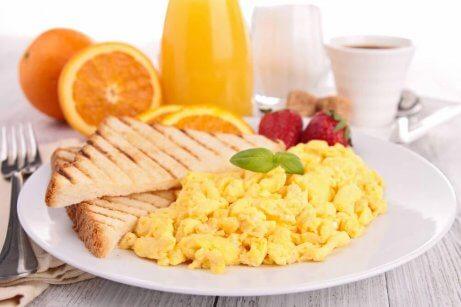 bir kahvaltı tabagi