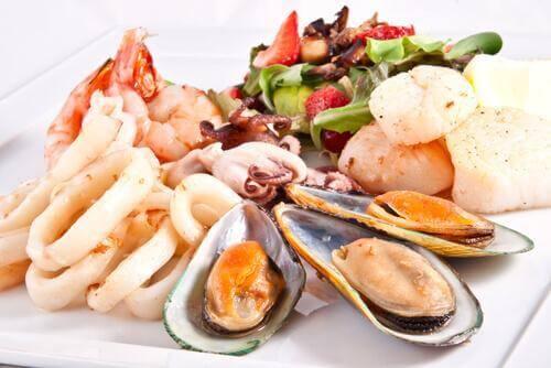 çeşitli deniz ürünleri