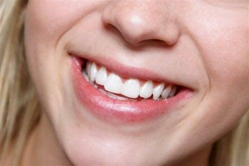 dişler kadın