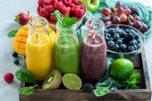 Vegan Smoothieler Yapmak İçin 3 Yöntem