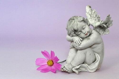 heykelden bir bebek