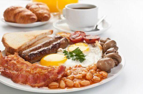 ingiliz kahvaltı önerisi ve çay