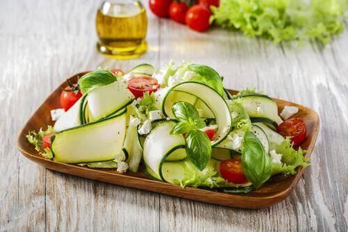 kuru yemişli tarif kabaklı salata