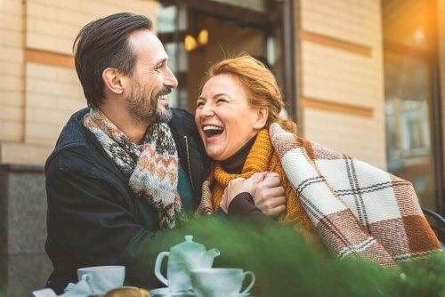 kadın erkek battaniye mutlu çift