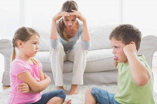 kavga eden çocuklar anne