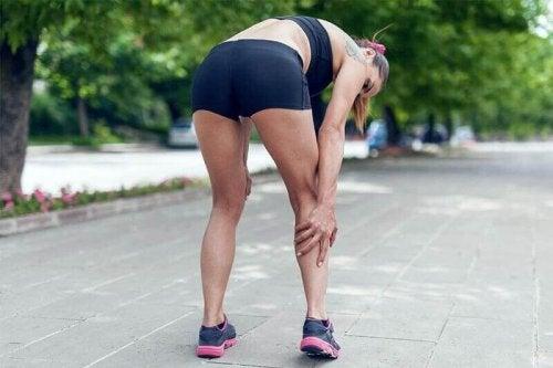 koşu sırasında sakatlanan kadın