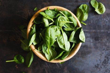 göz sağlığı için bir kase yeşil sebze