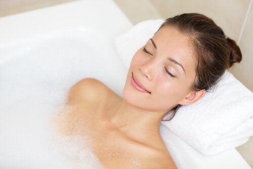 baş ağrısından kurtulmak için banyo