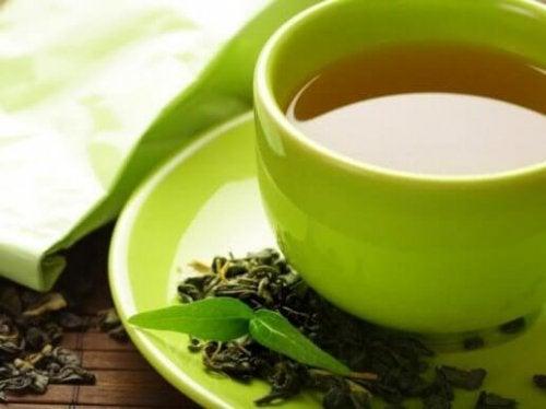 yeşil çay fincan