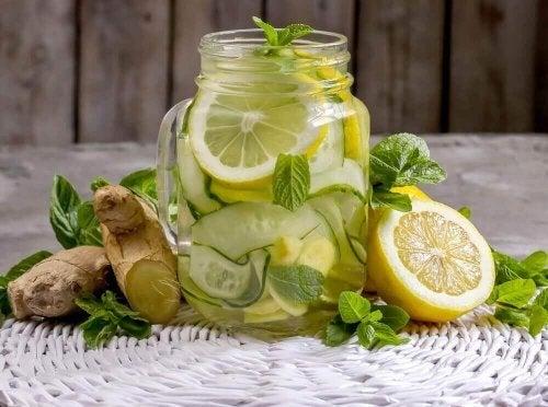 Zencefilli ve Elmalı Detoks Limonatası Nasıl Yapılır?