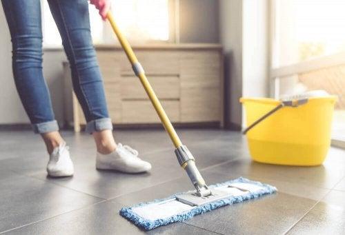 Karo Döşemeleri Temizlemek İçin Yedi İpucu