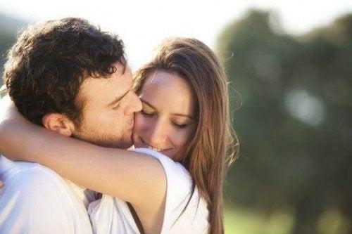 Partnerinizi Gerçekten Sevdiğinize Dair Dört İşaret