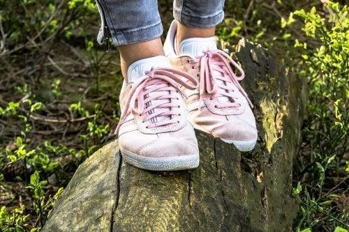 zayıf bacak dolaşımına karşı doğru ayakkabıları giyin