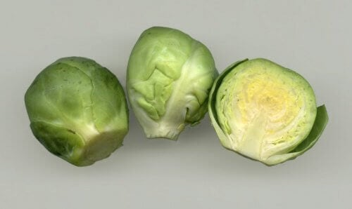 iki adet tam bir yarım brüksel lahanası