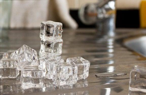 migren ağrısı için buz küpleri