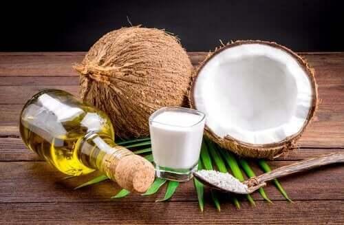 hindistan cevizi sütü ve esansiyel yağlar