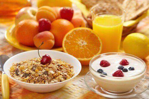 yulaflı yoğurtlu meyveli kahvaltı