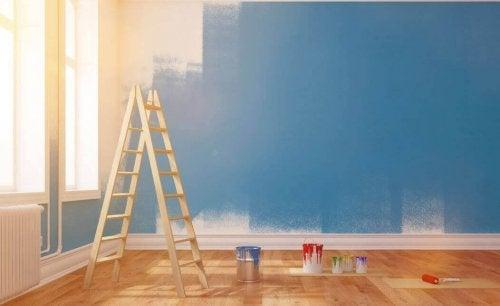 merdiven mavi duvar boya