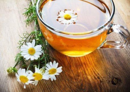 hazırlanmış papatya çayı ve sedef hastalığı