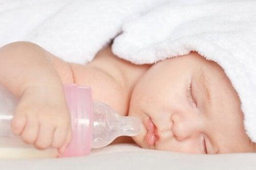 Emzik ve Biberon Kullanmak Bebek İçin Zararlı Mı?