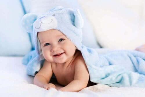 banyo yapmış bebek