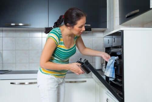 fırın yemek kadın