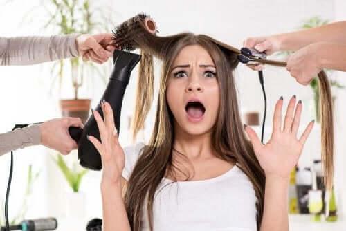 Kuru Saçları İyileştirmek İçin Yedi Farklı Yöntem