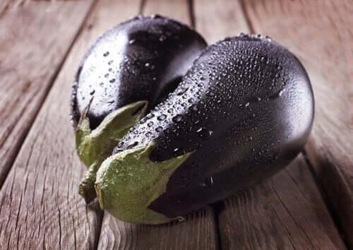 sebzeli ve soslu patlıcan dolması