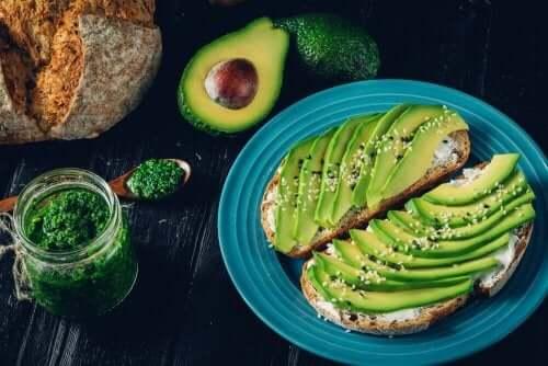 Her Zaman Yiyebileceğiniz Yağlı Yiyecek Türleri