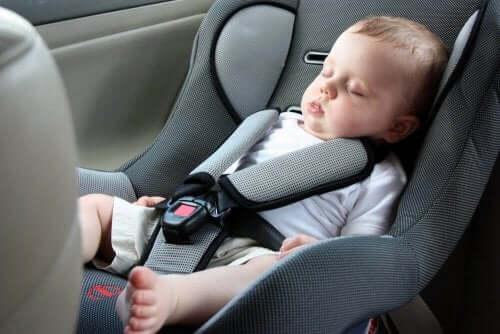 Bebekler Neden Oto Koltukta Uyumamalı