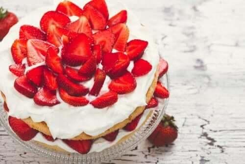 Şekersiz Kremalı Çilekli Pasta