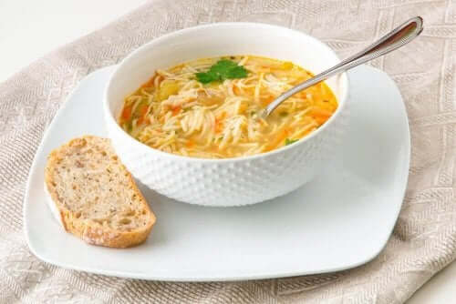 Kolay Noodle Çorbası Tarifleri