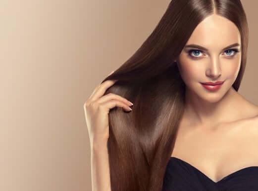 Düz ve Parlak Saçlara Nasıl Sahip Olabilirsiniz